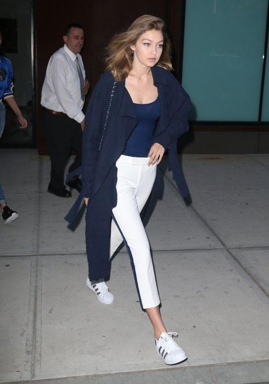 Gigi Hadid i Bella Hadid przyłapane na lotnisku - która wyglądała lepiej?