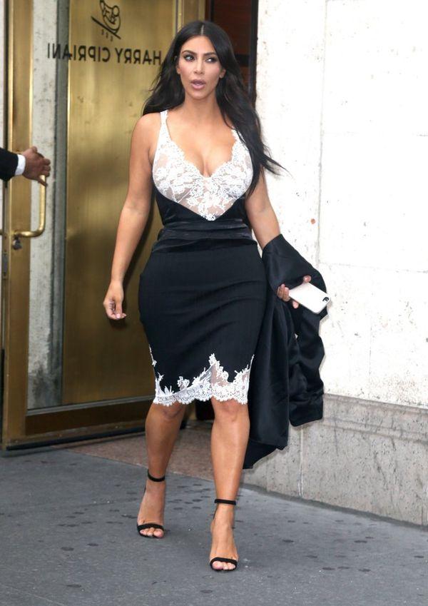 Kim Kardashian pokazała jak aktualnie prezentuje się w kostiumie kąpielowym