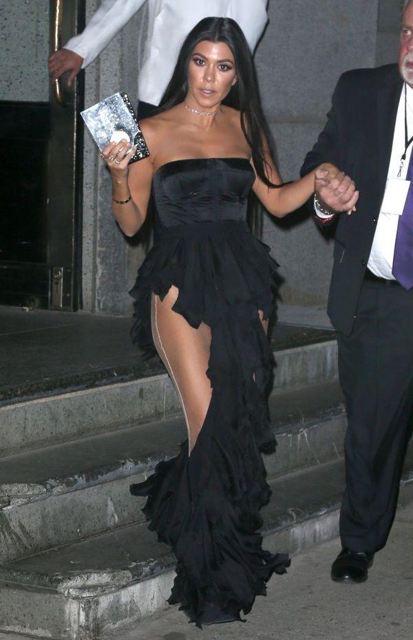 Tak wyrozbieranych sióstr Kardashian nie widzieliście już dawno! (FOTO)