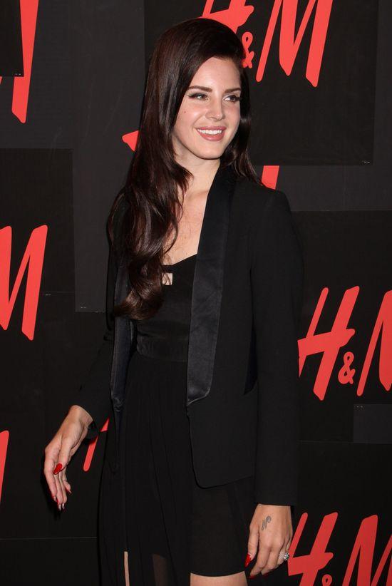 Lana Del Rey cała w czerni (FOTO)