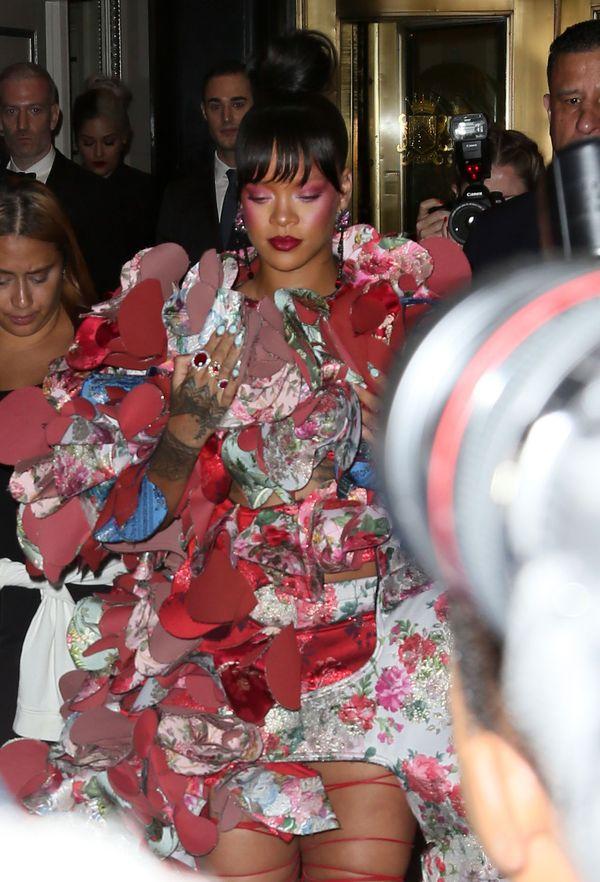 Jak na tegorocznej Gali MET prezentowała się królowa czerwonego dywanu, Rihanna?