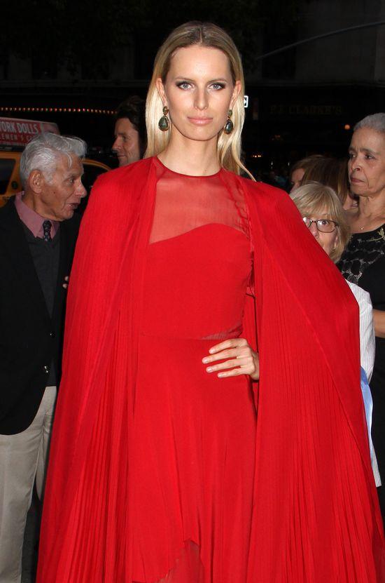 Karolina Kurkova cała w czerwieni (FOTO)