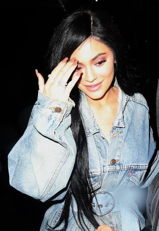 WOW, co za ciało! Kylie Jenner pokazuje się w niemalże niewidocznym bikini!