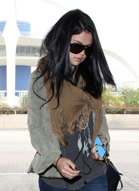 Selena Gomez w poszarpanych jeansach (FOTO)