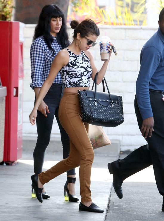 Selena Gomez w Versace i American Apparel (FOTO)