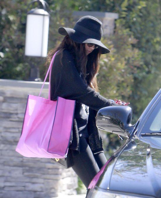 Selena Gomez w kapeluszy Christys' Crown