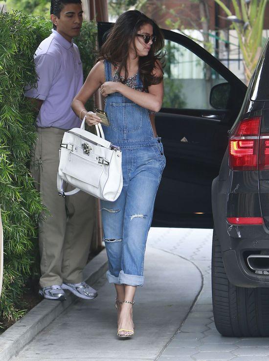 Selena Gomez też pokochała ogrodniczki (FOTO)