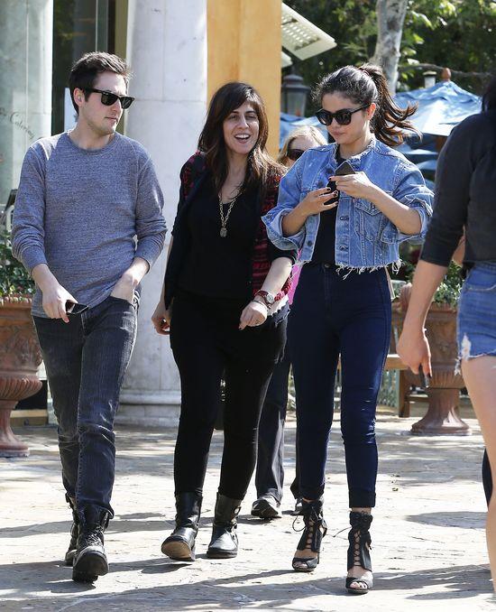 Selena Gomez, uciekający biust i Emilio Pucci (FOTO)