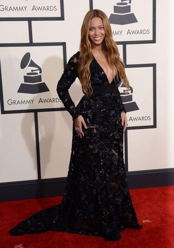 Beyonce zachwyca w czarnej sukni Proenza Schouler (FOTO)
