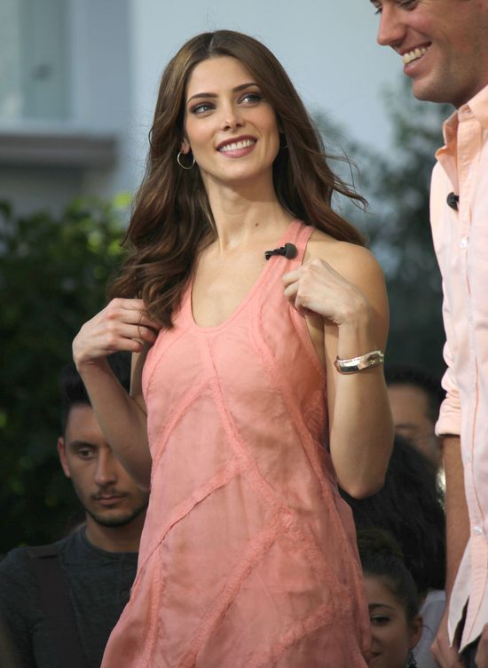Ashley Greene w lekkiej sukience (FOTO)