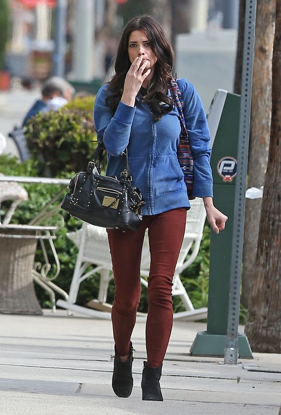 Ashley Greene na luzie (FOTO)