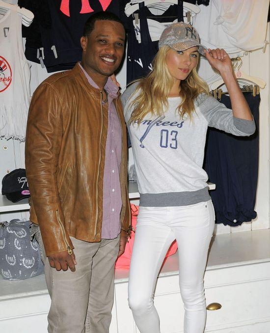 Jessica Hart promuje kolekcję PINK MLB od Victoria's Secret