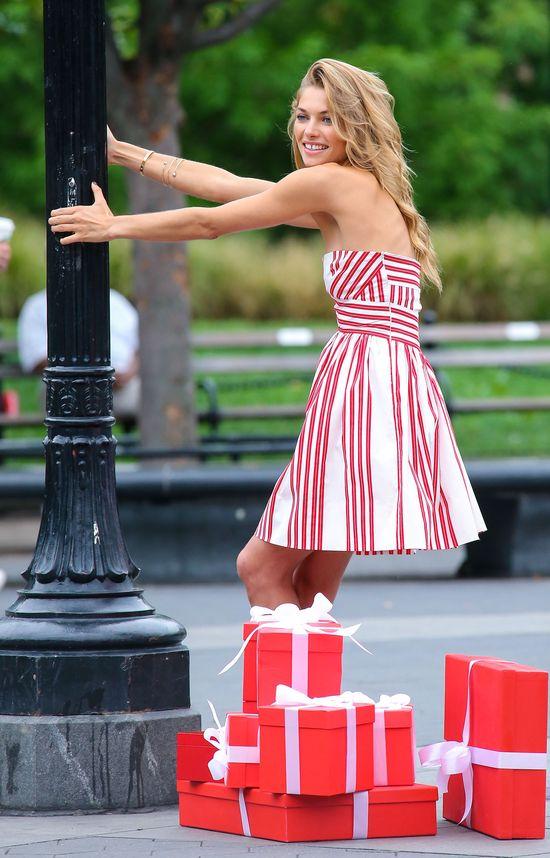 Jessica Hart w akcji (FOTO)