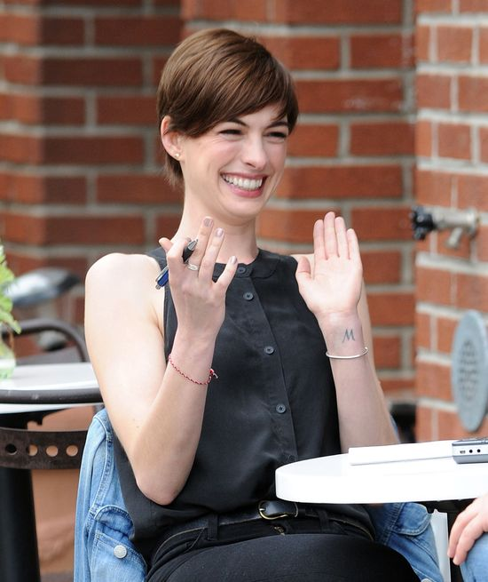Anne Hathaway znowu brunetką (FOTO)