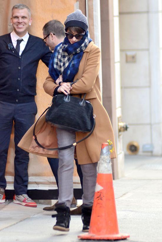 Zimowy look Anne Hathaway (FOTO)