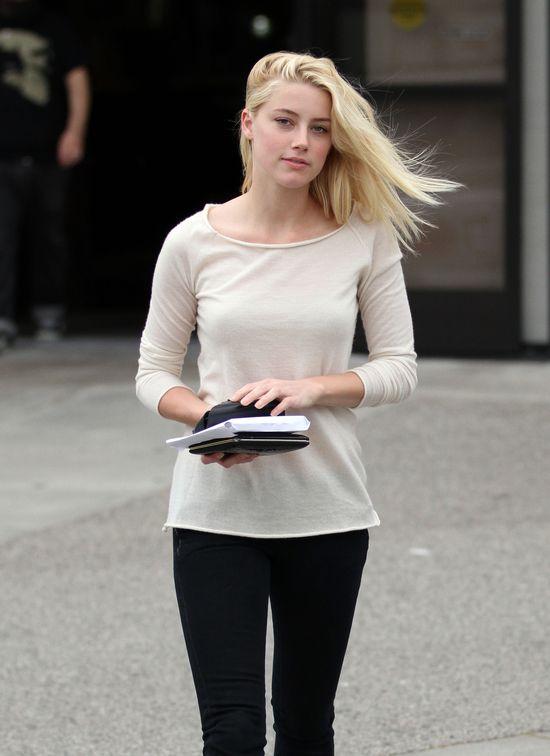 Amber Heard - blondynka czy szatynka? (FOTO)