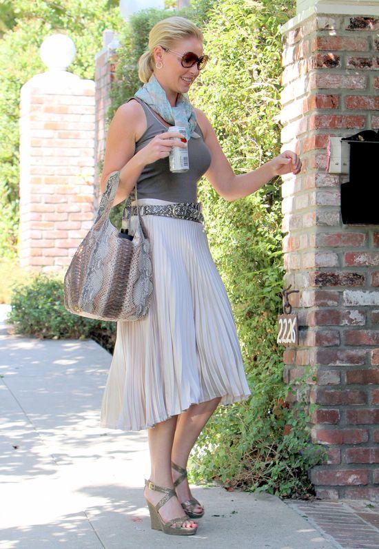 Catherine Heigl w plisowanej spódnicy (FOTO)