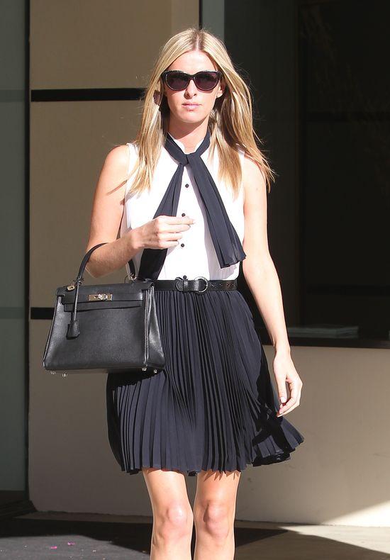 Nicky Hilton w szkolnej stylizacji (FOTO)