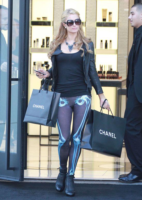 Paris Hilton w leginsach z Topshopu (FOTO)