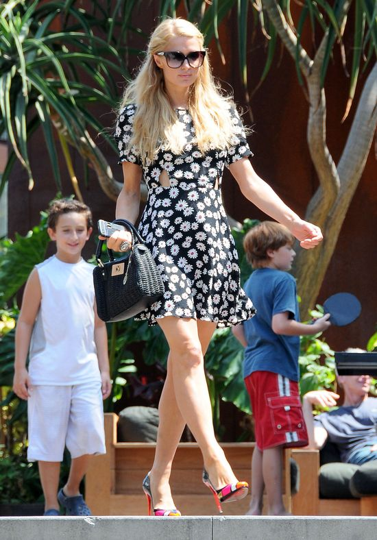 Paris Hilton w sukience z Topshopu (FOTO)