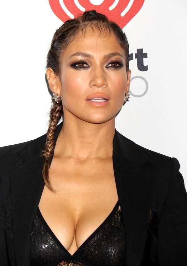 Jennifer Lopez wykreowała nowy makijażowy trend? (FOTO)