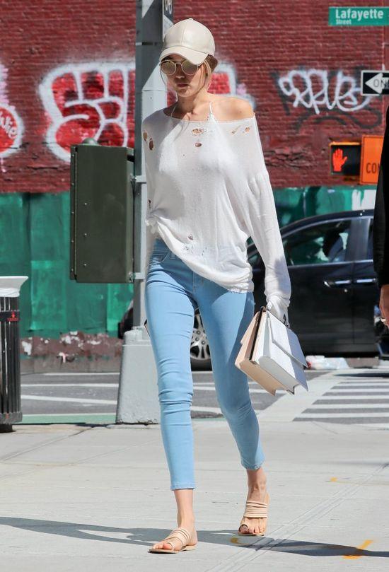 Styl Gigi Hadid - jak modelka ubiera się na co dzień? (FOTO)