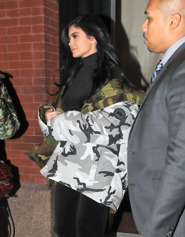 Kylie Jenner to kolejna gwiazdka, która podłapała ten dziwny trend (FOTO)