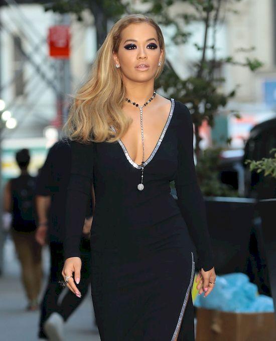 Rita Ora zafundowała sobie najgorszy możliwy makijaż oczu (FOTO)