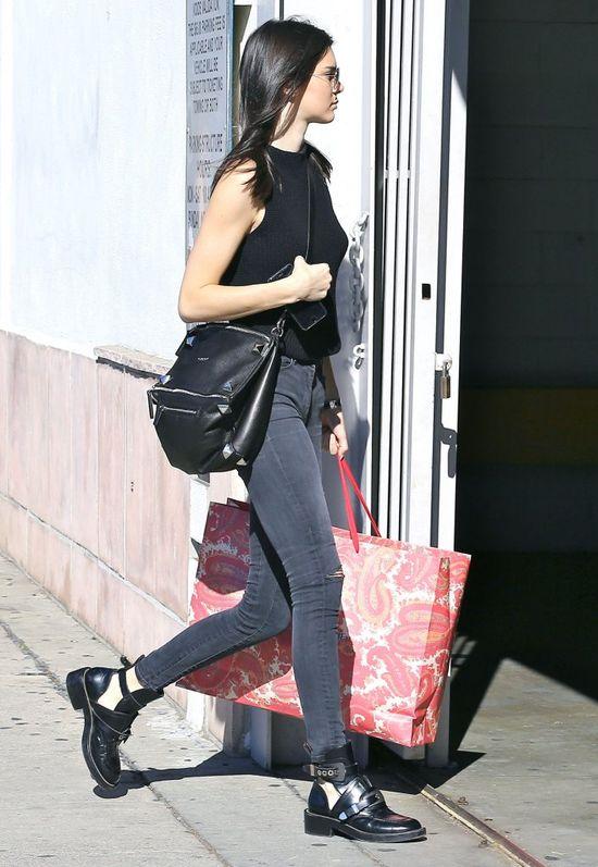 Naturalna Kendall Jenner na zakupach (FOTO)