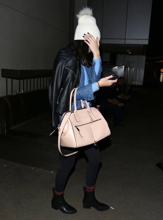 Kendall Jenner wylansuje czapkę z pomponem?