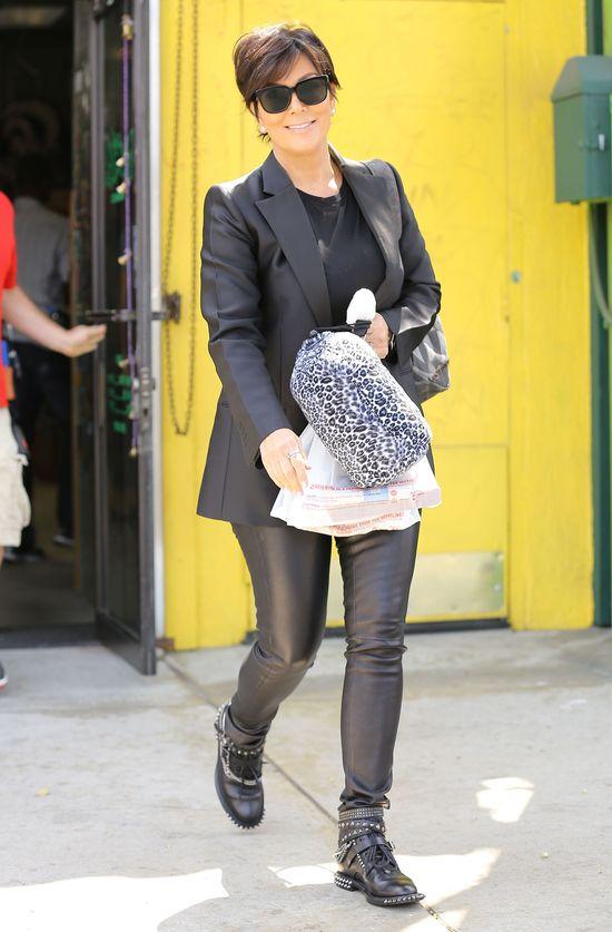 Elegancka Kim Kardashian z babcią oraz młodzieżowa Kris Jenn