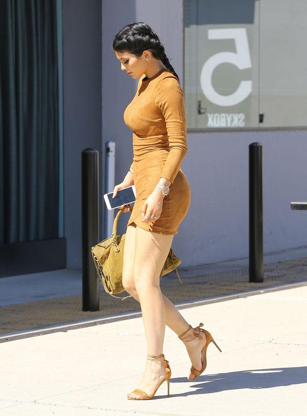 Kylie Jenner zapomniała użyć samoopalacza na nogi? (FOTO)
