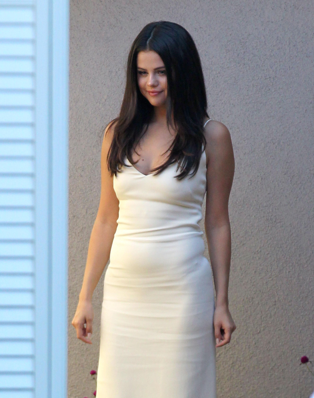 Selena Gomez założyła za małe majtki? (FOTO)