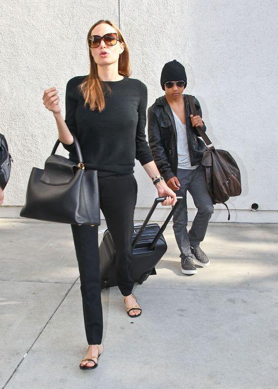 Angelina Jolie cała w czerni (FOTO)