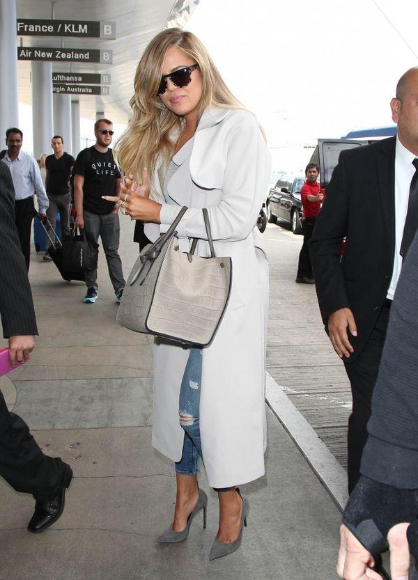 Kardashianki podążają za modą i stawiają na trencze (FOTO)