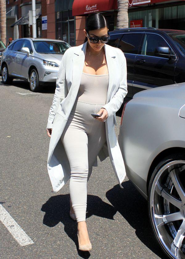 Dlaczego Kim Kardashian nie uśmiecha się do paparazzi?