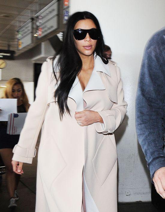 Kim Kardashian już zasłania ciążowy brzuszek (FOTO)