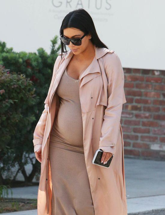 Kim Kardashian w ciąży jak milion dolarów (FOTO)