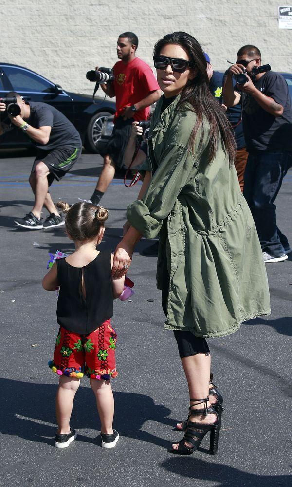 Kim Kardashian także pokochała kolor khaki (FOTO)