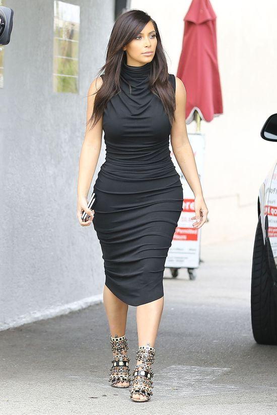 Kim Kardashian w małej czarnej (FOTO)