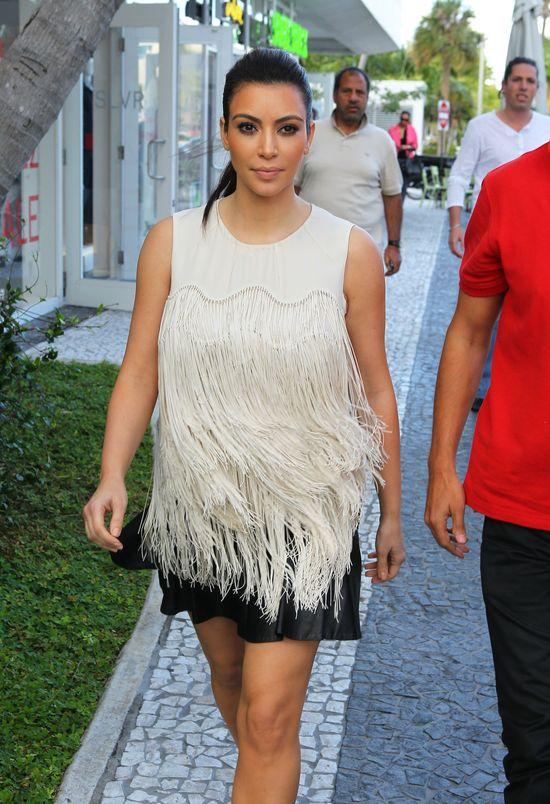 Kim Kardashian ukrywa dodatkowe kilogramy (FOTO)