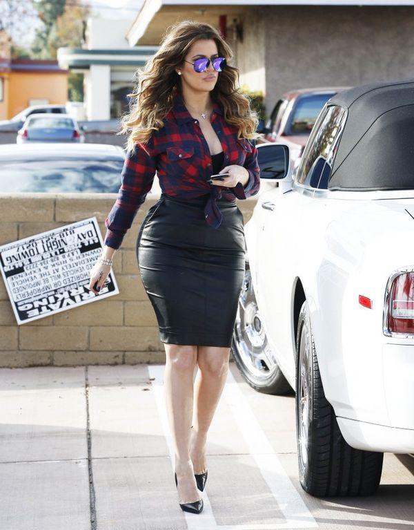 Khloe Kardashian w wersji glam - zobaczcie jej pupę! (FOTO)