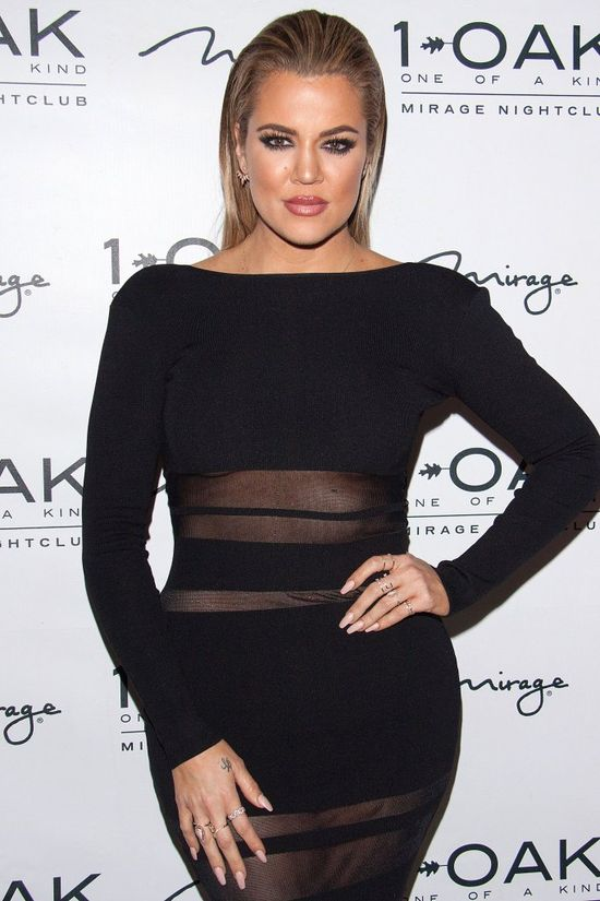Odchudzona Khloe Kardashian w prześwitującej sukience