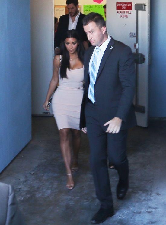 Kim Kardashian w obcisłej sukience (FOTO)