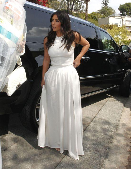 Kim Kardashian w białej sukni na baby shower Ciary (FOTO)