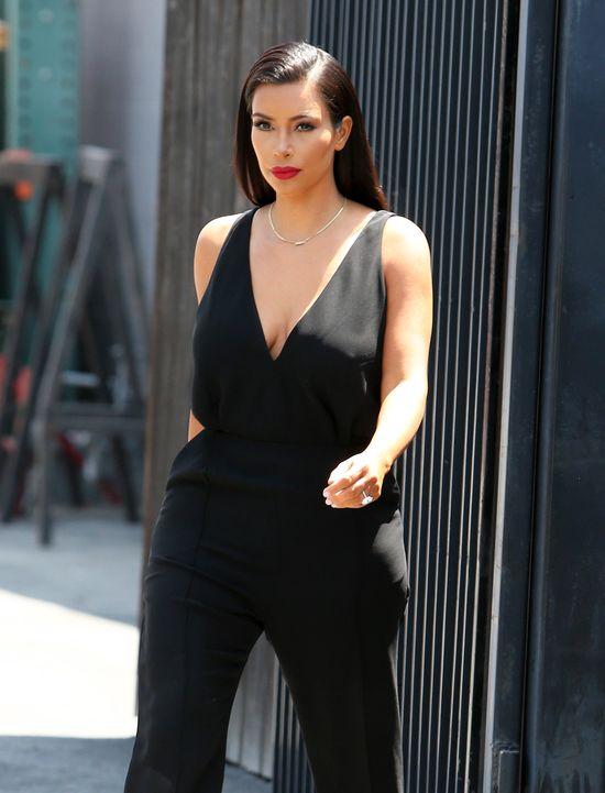 Kim Kardashian w czarnym kombinezonie (FOTO)