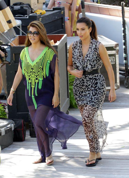 Plażowe stylizacje Kim i Kourtney (FOTO)