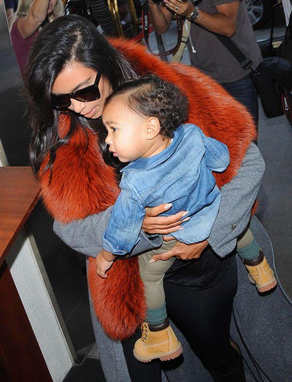 Kim Kardashian z córeczką Nori - stylowa mama? (FOTO)