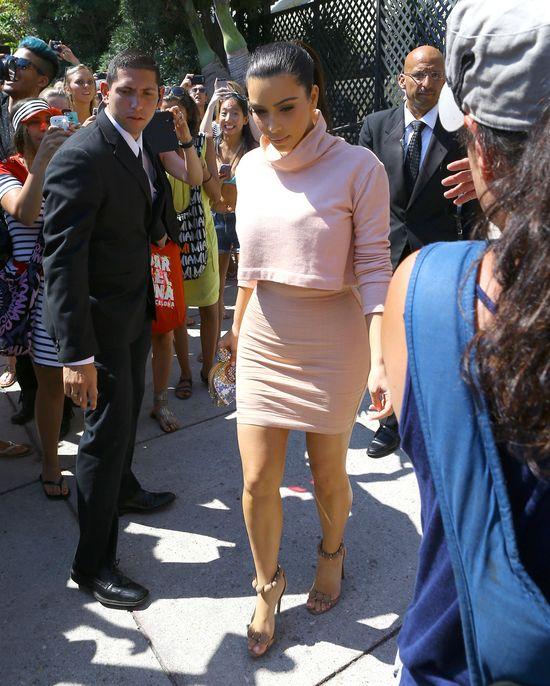 Kim Kardashian w pastelach w domu Versace (FOTO)