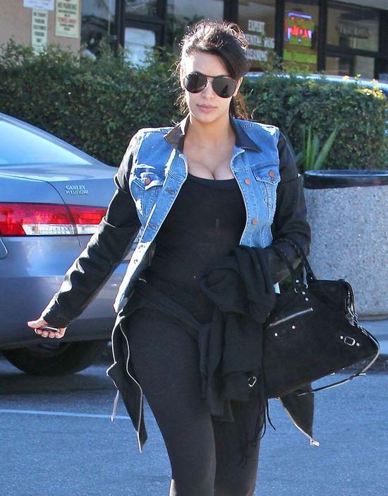 Kim Kardashian w kurtce Rag&Bone i pilotkach (FOTO)